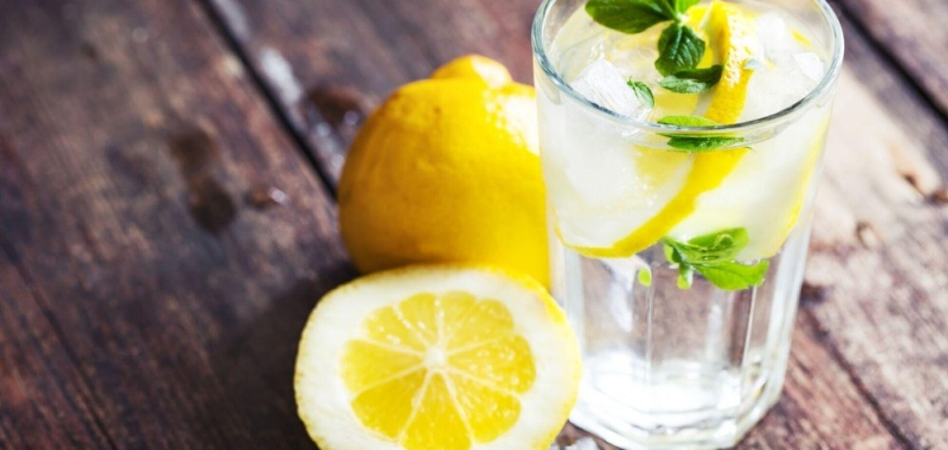 Тепла вода з лимоном натщесерце: вчений розвінчав 'детоксикаційний' міф