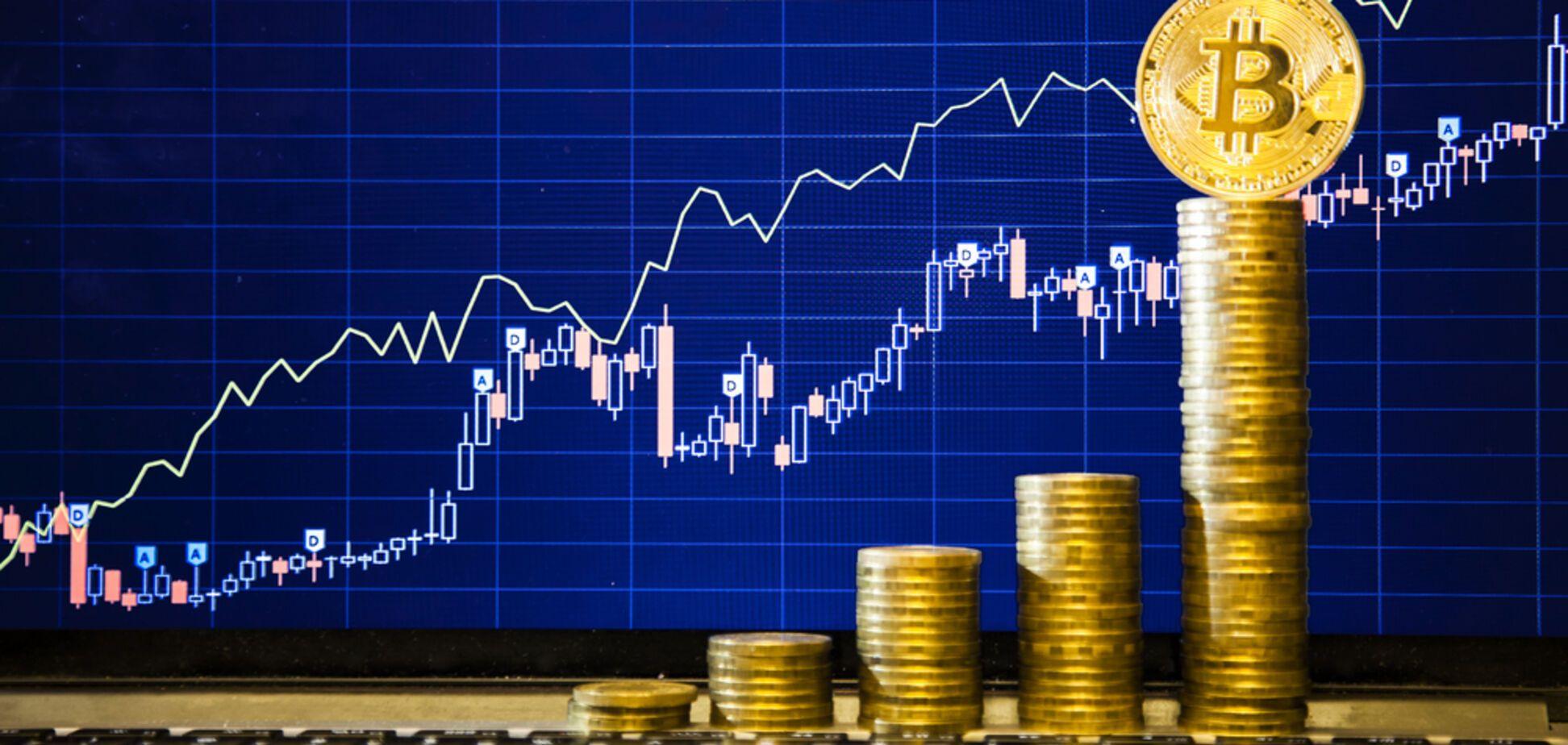 Рост продолжается: курс биткоина достиг рекордной отметки