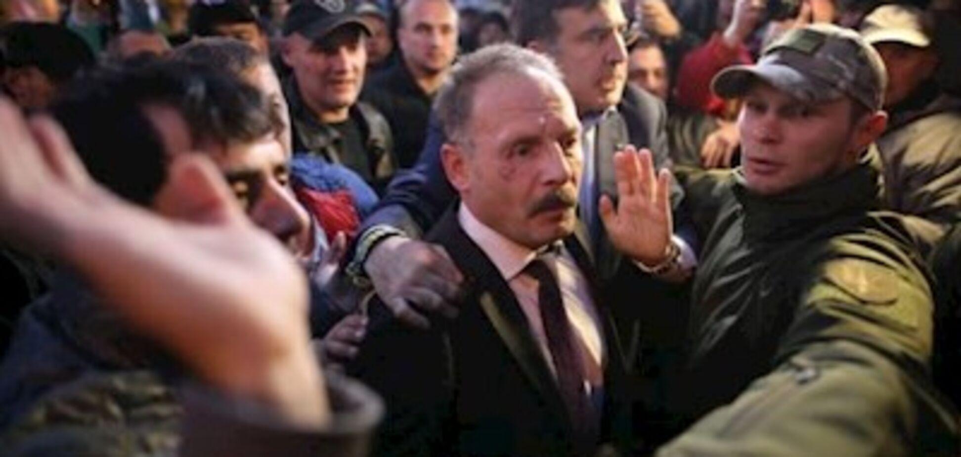 Нападения на нардепов под Радой: появилось видео атаки на Гаврилюка и Барну