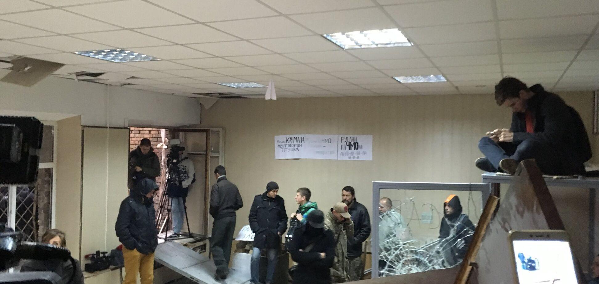 Соратникам Коханивского выставят счет за погром в суде: названа сумма убытков