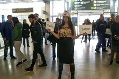'Вівця' із Femen дала відповідь на скандальну рекламу секс-турів в Україну