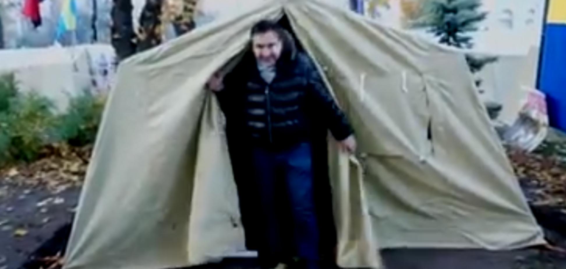 Ночевка Саакашвили в палатке: блогер сообщил скандальные подробности
