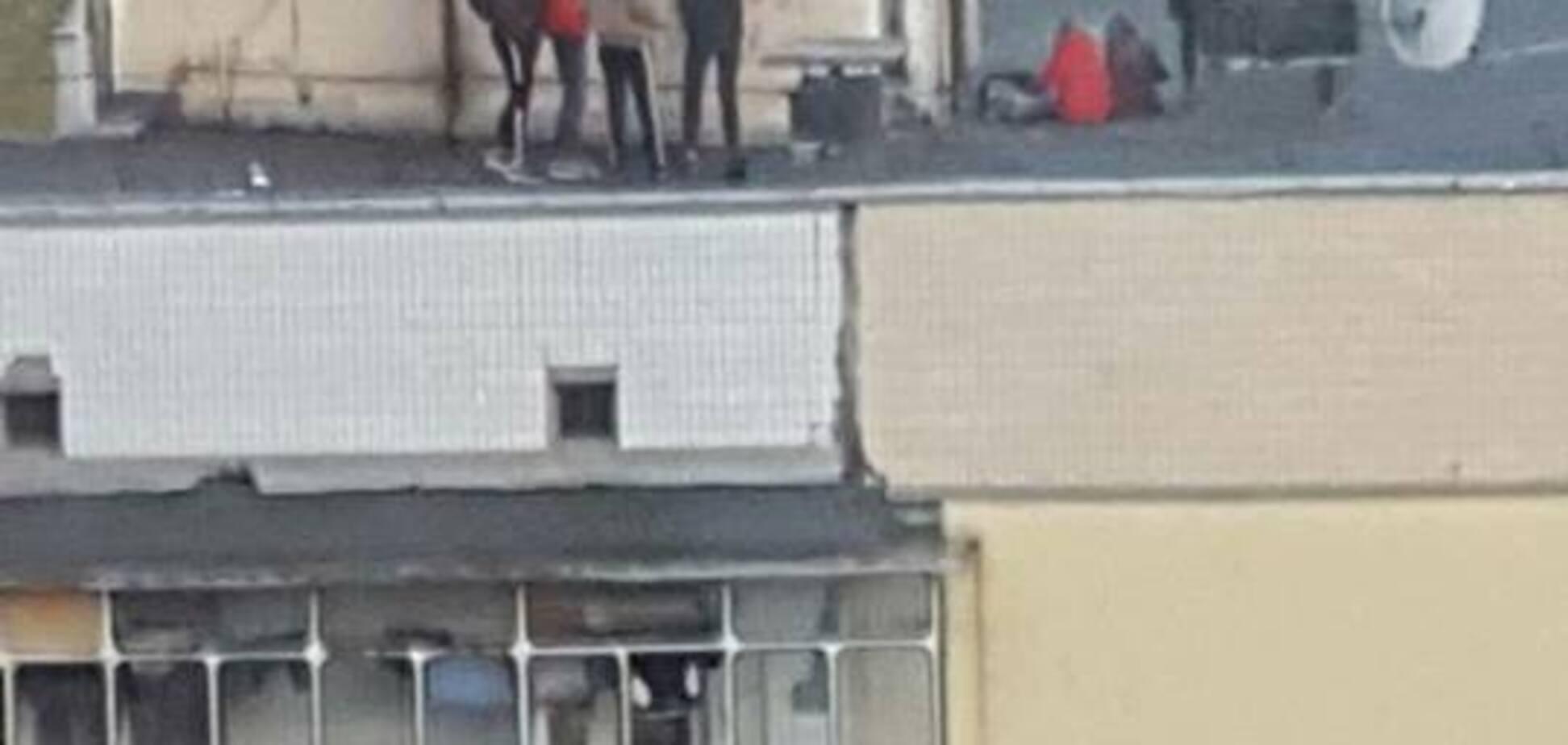 В Киеве дети устроили беспредел на крыше высотки: опубликованы фото и видео