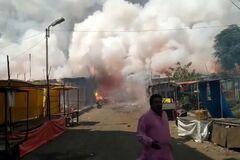 В Индонезии взорвался завод пиротехники: около сотни погибших и раненых