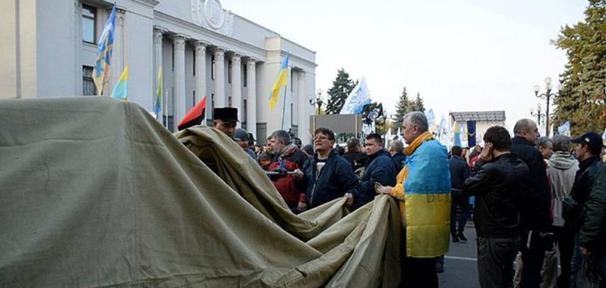 Неужели непонятно, кому на руку движ с палатками в центре Киева?