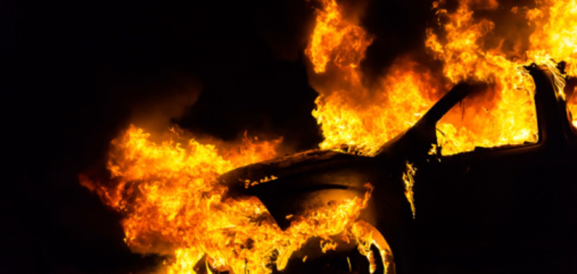 В Запорожье горела иномарка (ФОТО)