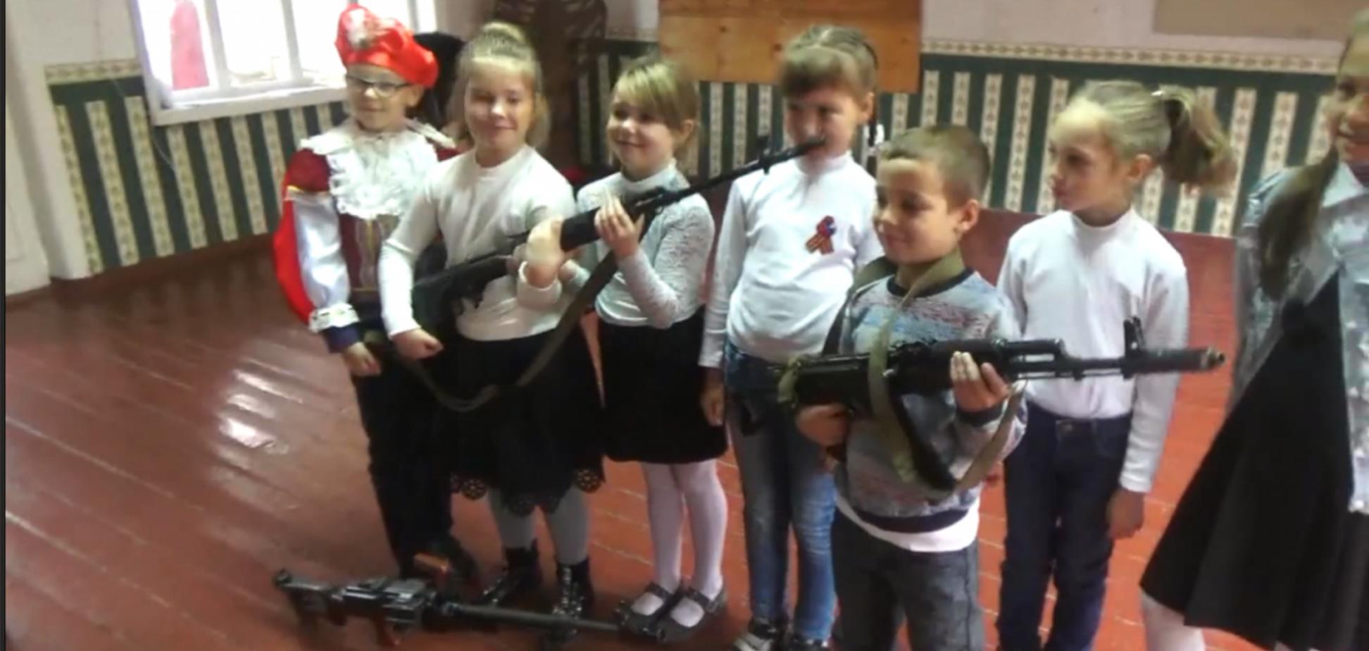 'В духе ХАМАС и Талибана': в сети показали, как террористы 'ДНР' муштруют детей