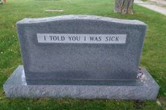 'Если вы читаете это, то стоите на моих сиськах': самые остроумные надгробия