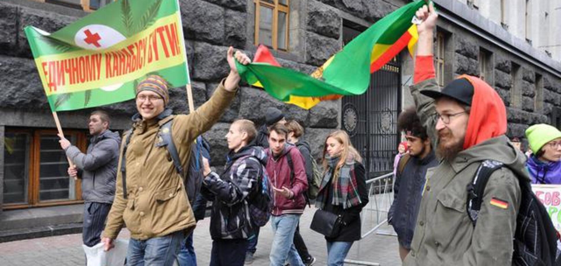 'Трава може рятувати': у Києві пройшов 'Конопляний марш'. Опубліковані фото і відео