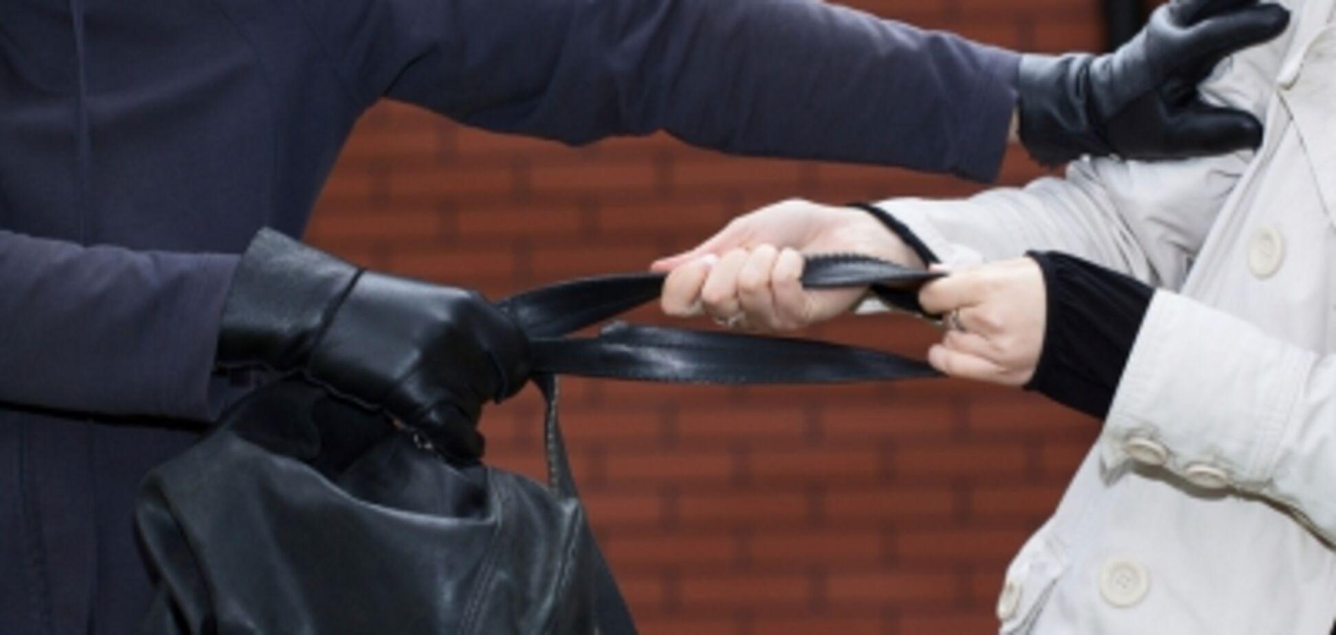 В Запорожье женщина в одиночку догнала грабителя