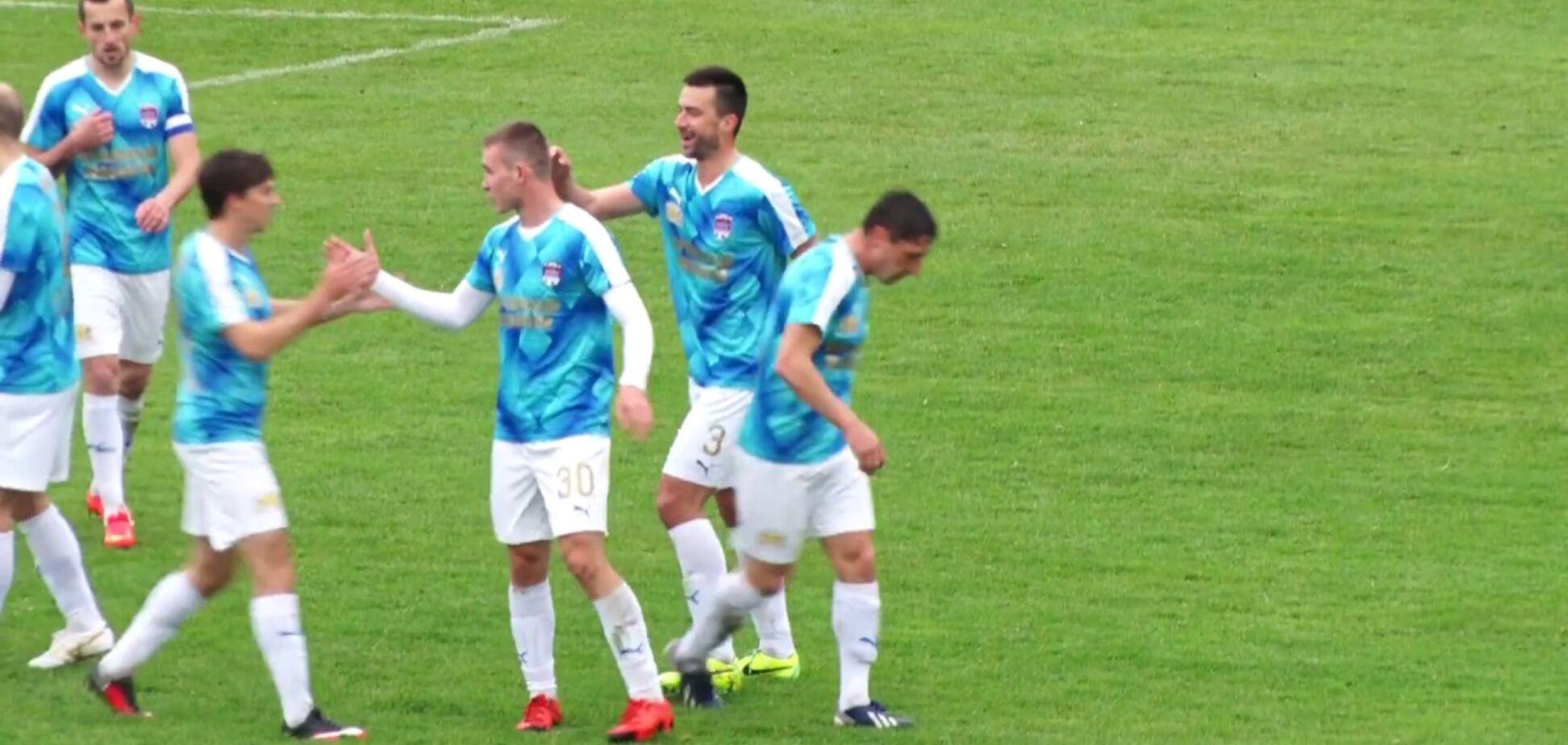 Украинский футболист забил шедевральный гол со штрафного в матче Второй лиги: опубликовано видео