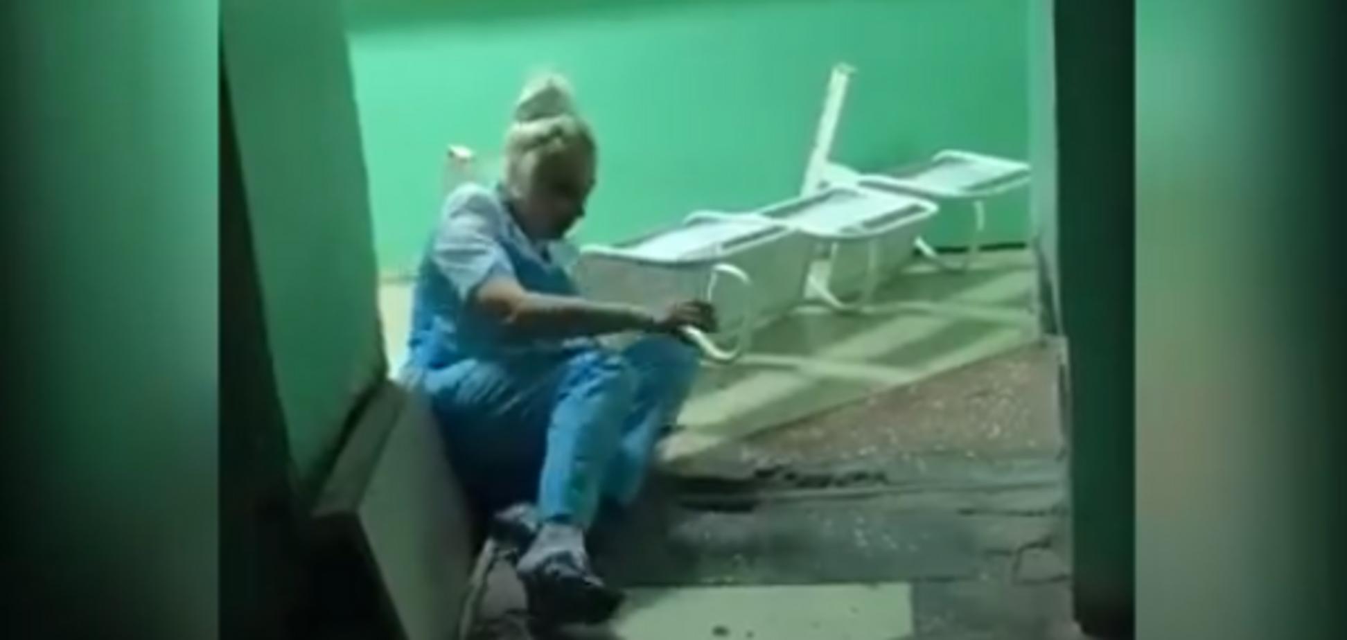 'Навіщо знімати?' Відео з п'яною медсестрою в Росії посварило мережу