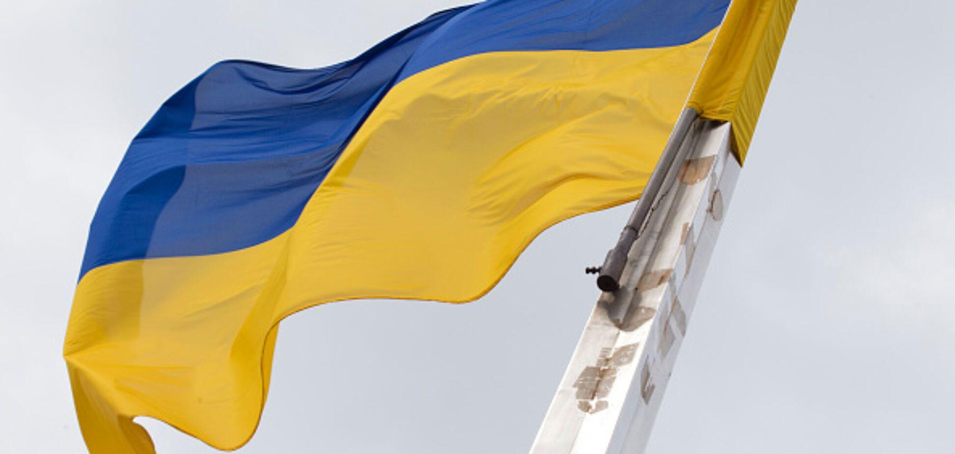 В Луганске жестко избили и задержали подростка с флагом Украины