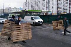 Местные жители рассказали, кто разбил заправку на Ревуцкого в Киеве