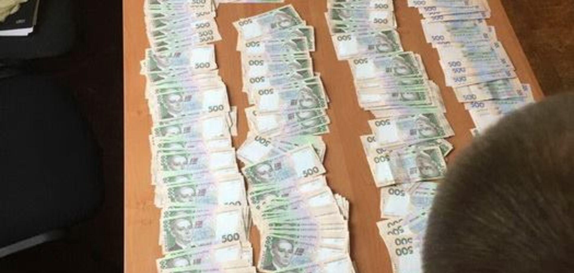 В зоне АТО чиновник требовал огромный 'откат' из бюджетных средств: появились подробности