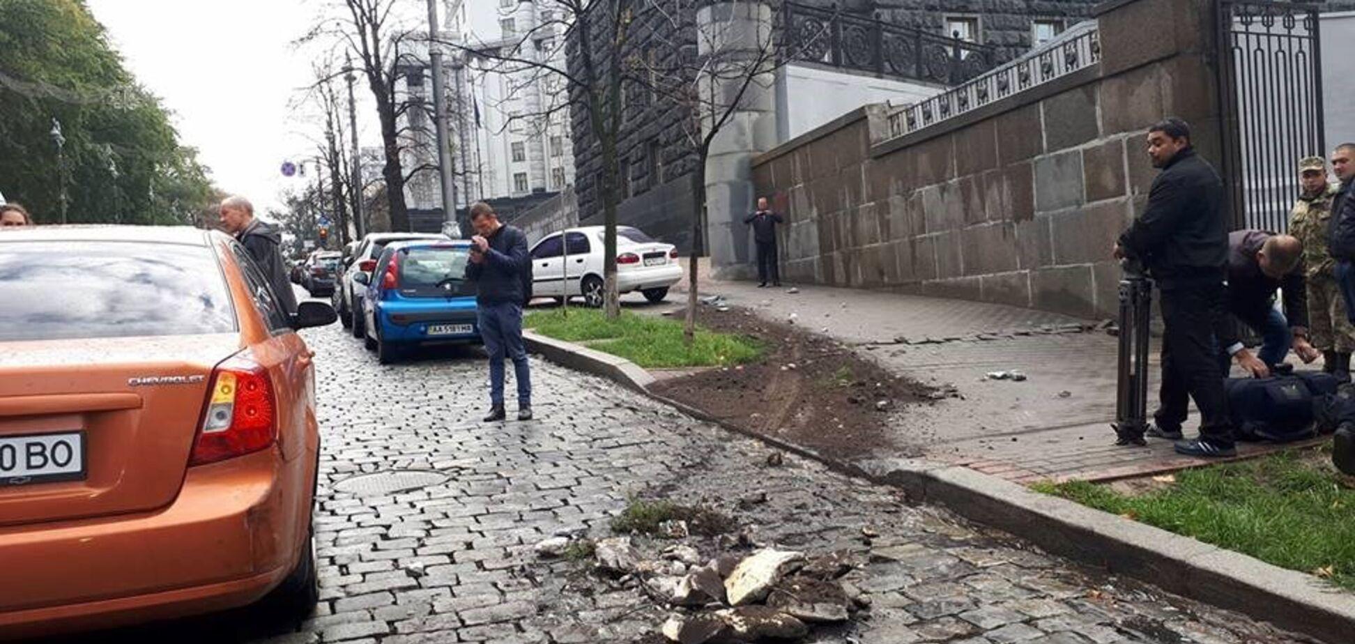 Из-под Кабмина угнали Mercedes с документами известного нардепа БПП