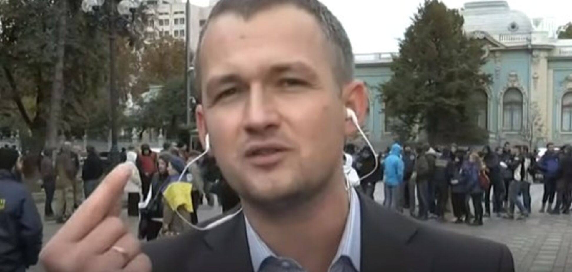 'Не бросал': нардеп пояснил скандальный инцидент с дымовой шашкой в Раде