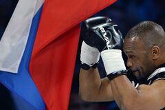 'Спасибі за все, що робите'. Легендарний американський боксер захопився Путіним і проголосив себе росіянином