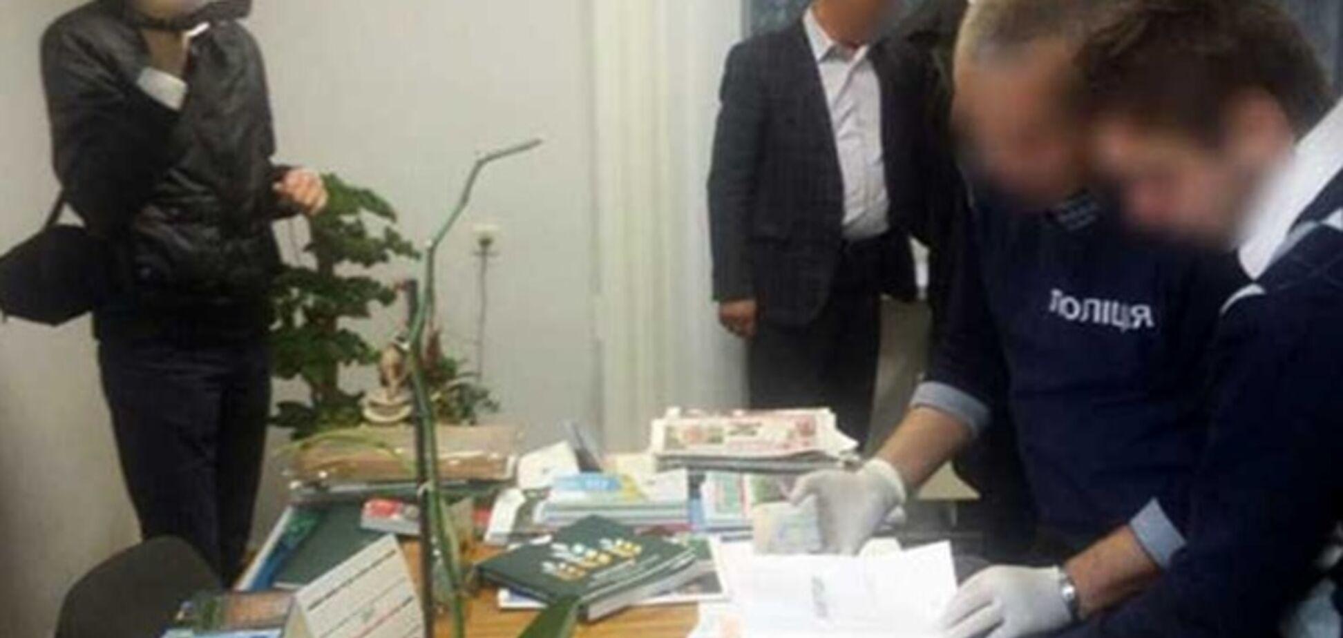 Руководителя одного из филиалов Академии аграрных наук взяли на взятке на второй день работы
