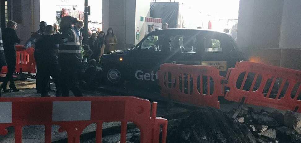 У Лондоні таксі наїхало на пішоходів: є постраждалі