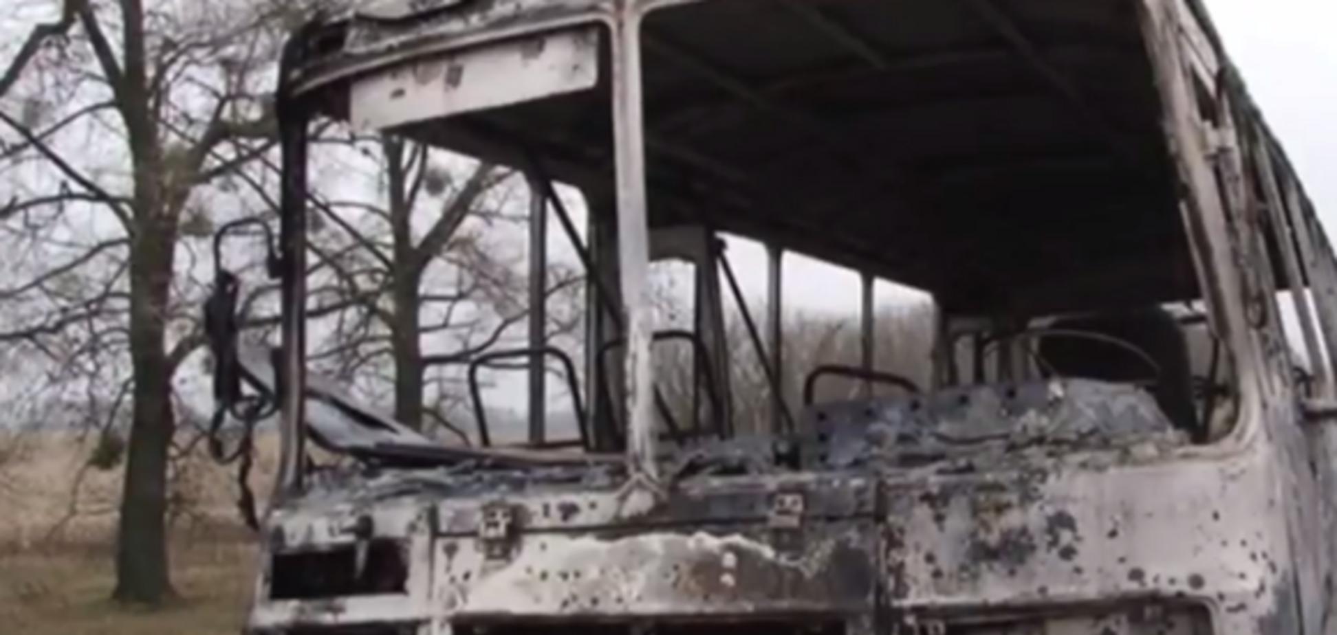 'Покойника быстро высадил': на Житомирщине посреди трассы загорелся катафалк. Опубликовано видео