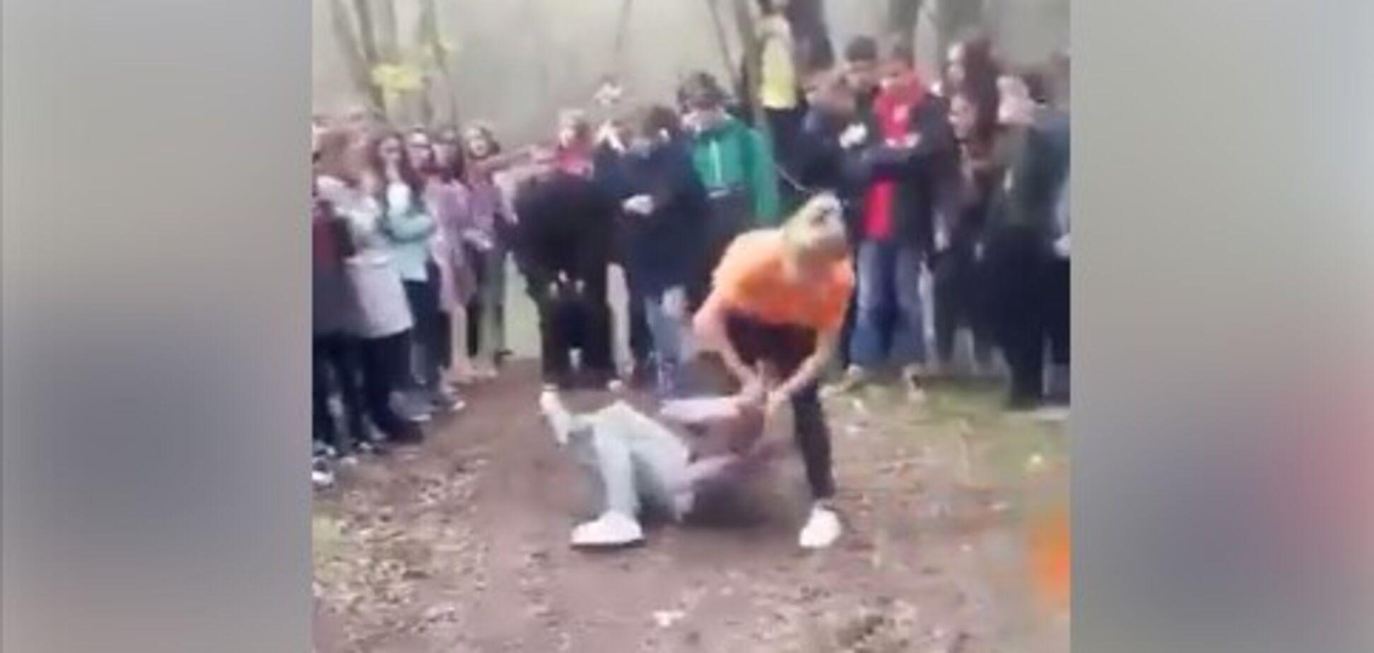 'Насолода від насильства': на Херсонщині школярки влаштували жорстокий 'бій без правил'