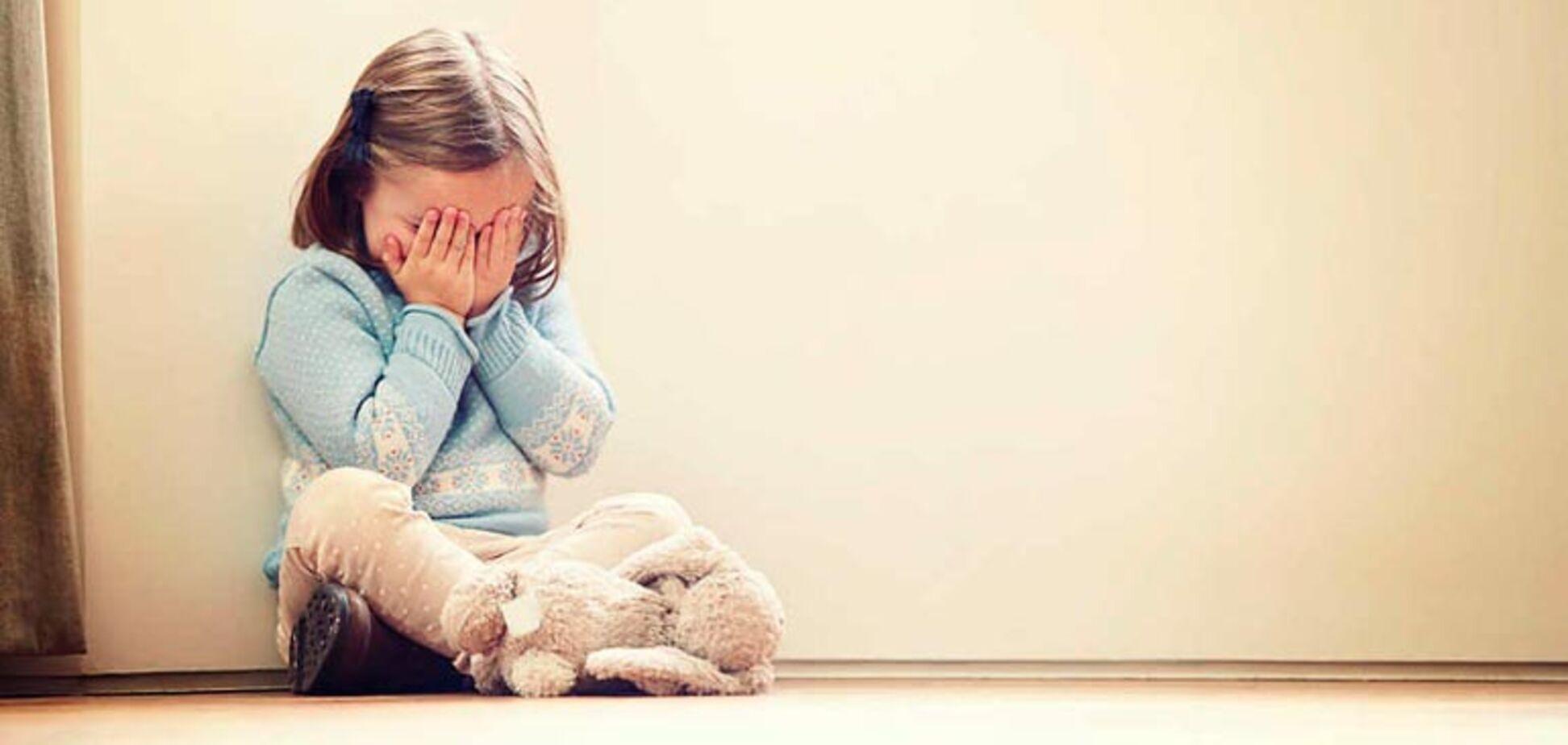 Розлючені батьки лінчували виховательку дитсадка: жорстке відео