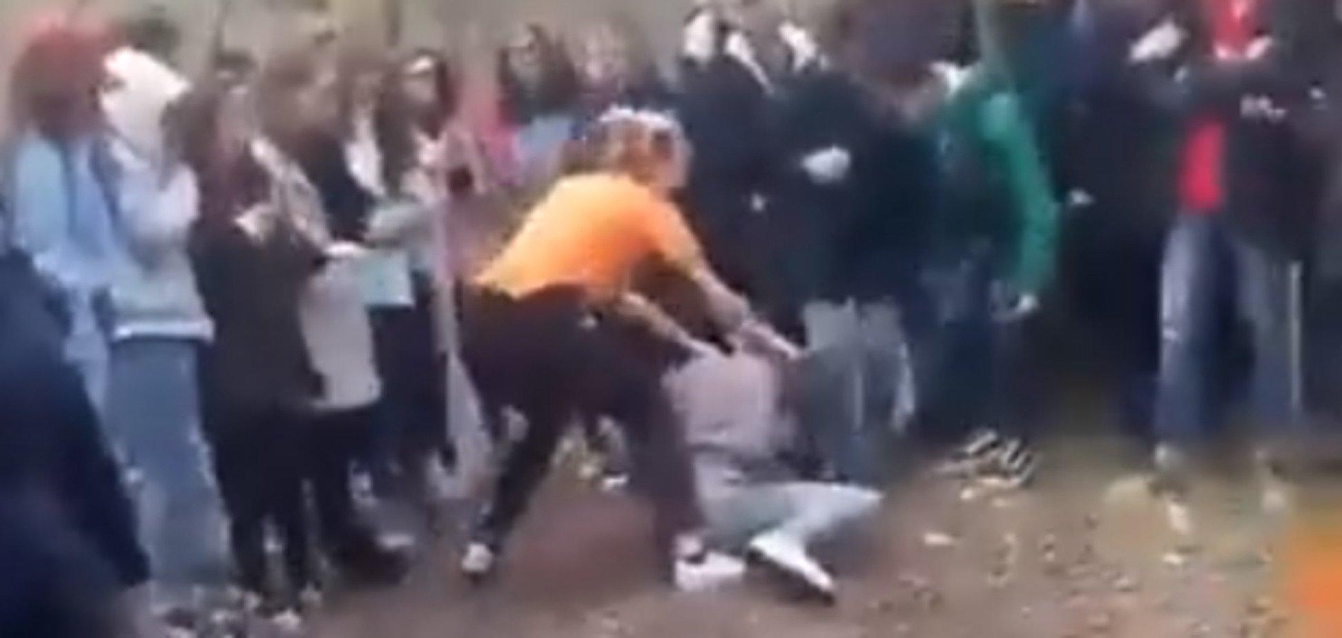 'Бої без правил' школярок на Херсонщині: психолог пояснив жорстокість підлітків