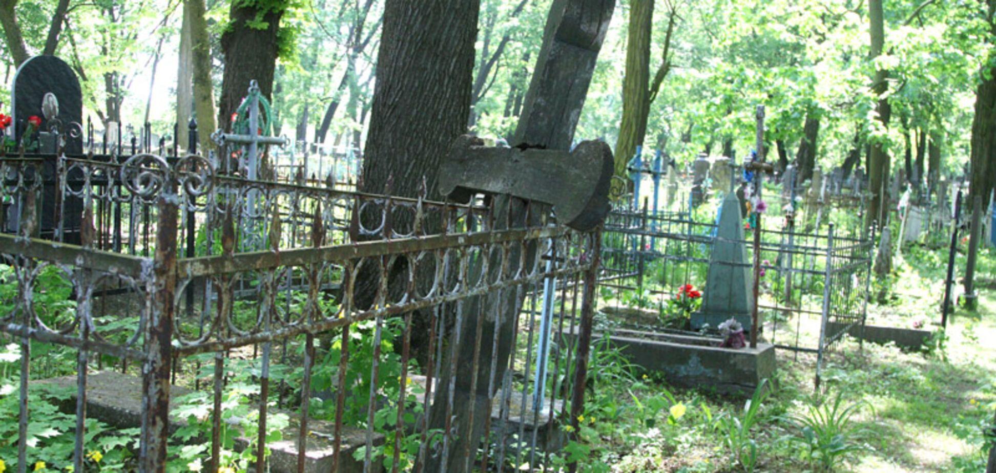 Где чаще всего умирают украинцы: демограф рассказал о странной аномалии