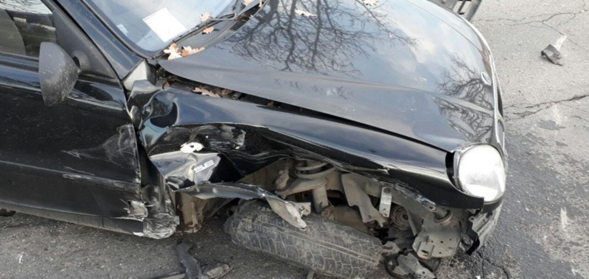 В Шевченковском районе Запорожья произошло ДТП: машины превратились в груду металла (ФОТО)