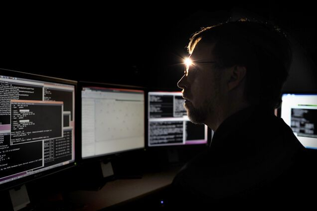 Хакеры украли $1 млн из украинского банка: стали известны подробности