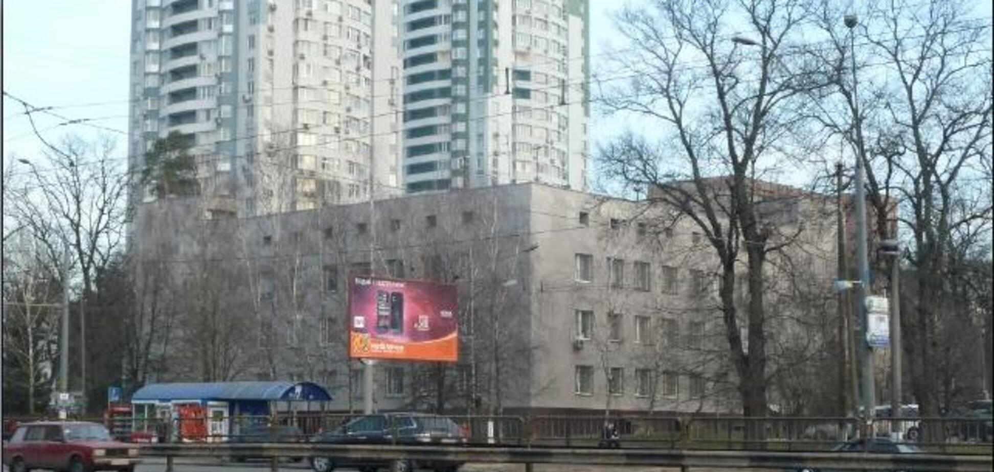 В Киеве шли бои из-за застройки: использовали файеры и дымовые шашки