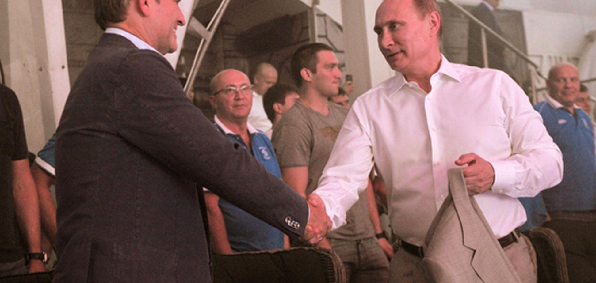 'Путин не спит, думает о пленных': в России поглумились над жестом президента
