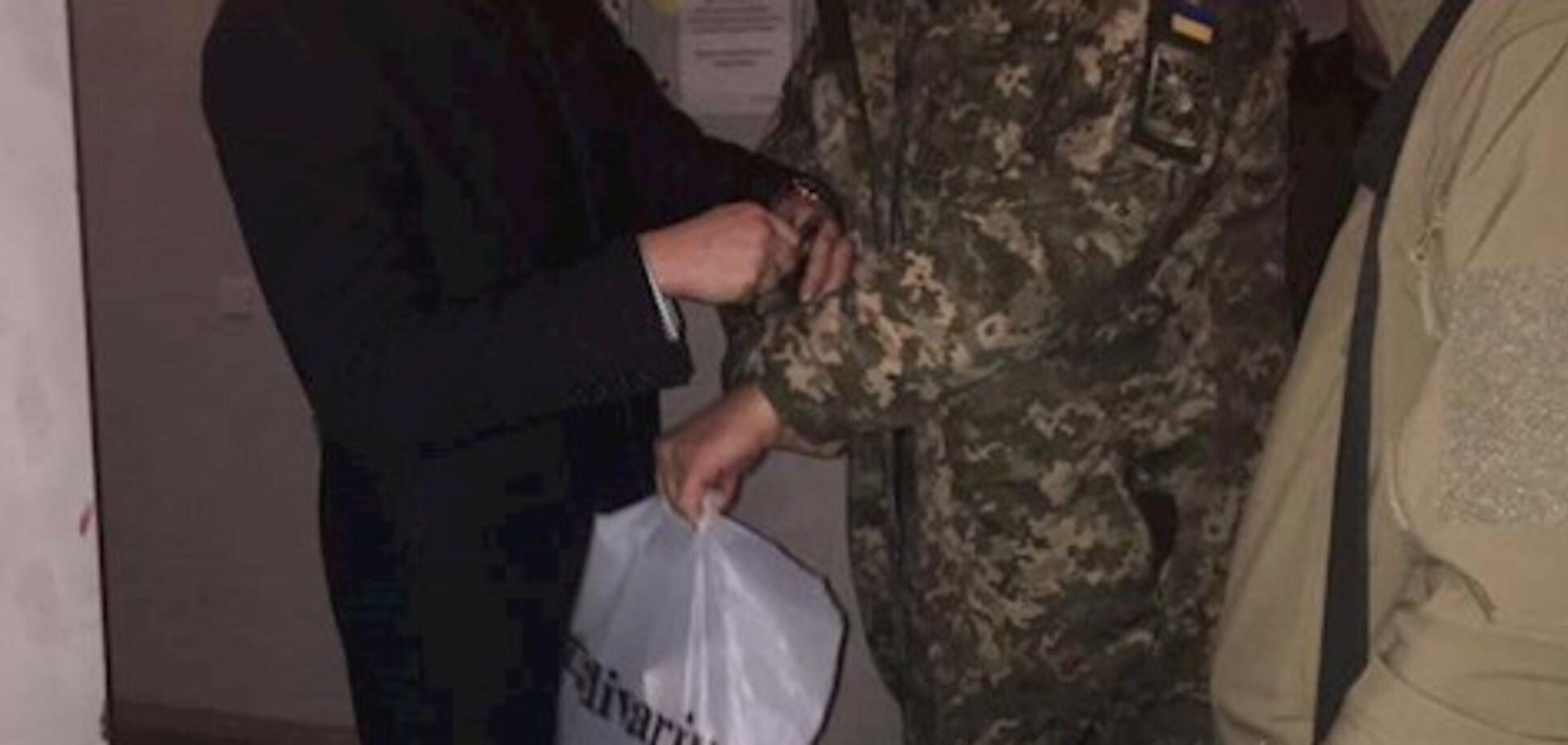 Скандал в харьковском вузе: будущих летчиков кормили червяками и тараканами