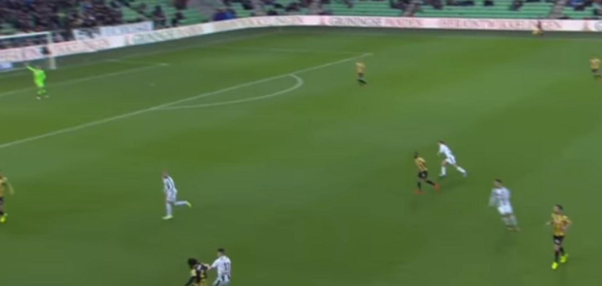 Английский футболист влепил нереальный автогол с 40 метров: опубликовано видео
