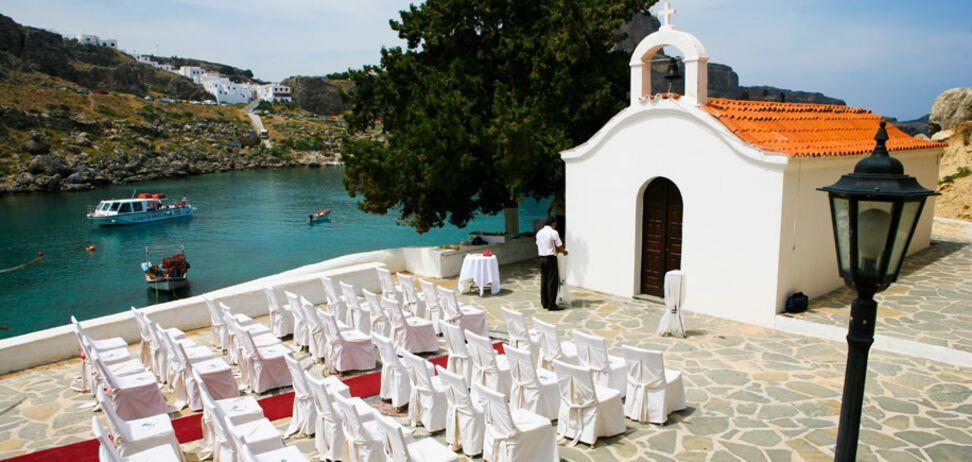 Из-за скандального фото с оральным сексом молодоженов в Греции отменили тысячи свадеб