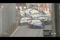 Разбилось 16 машин: видео лютой аварии на этапе GT стало хитом сети