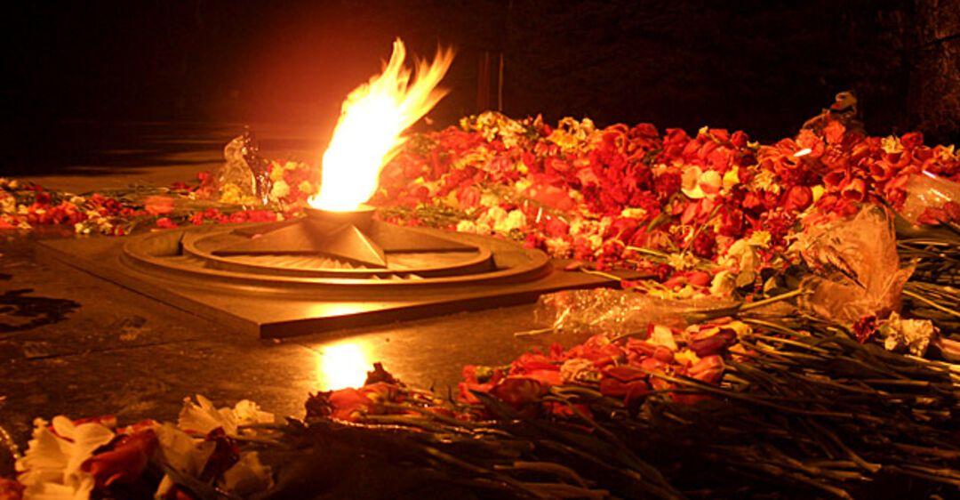 Картинки вечный огонь и много свечей