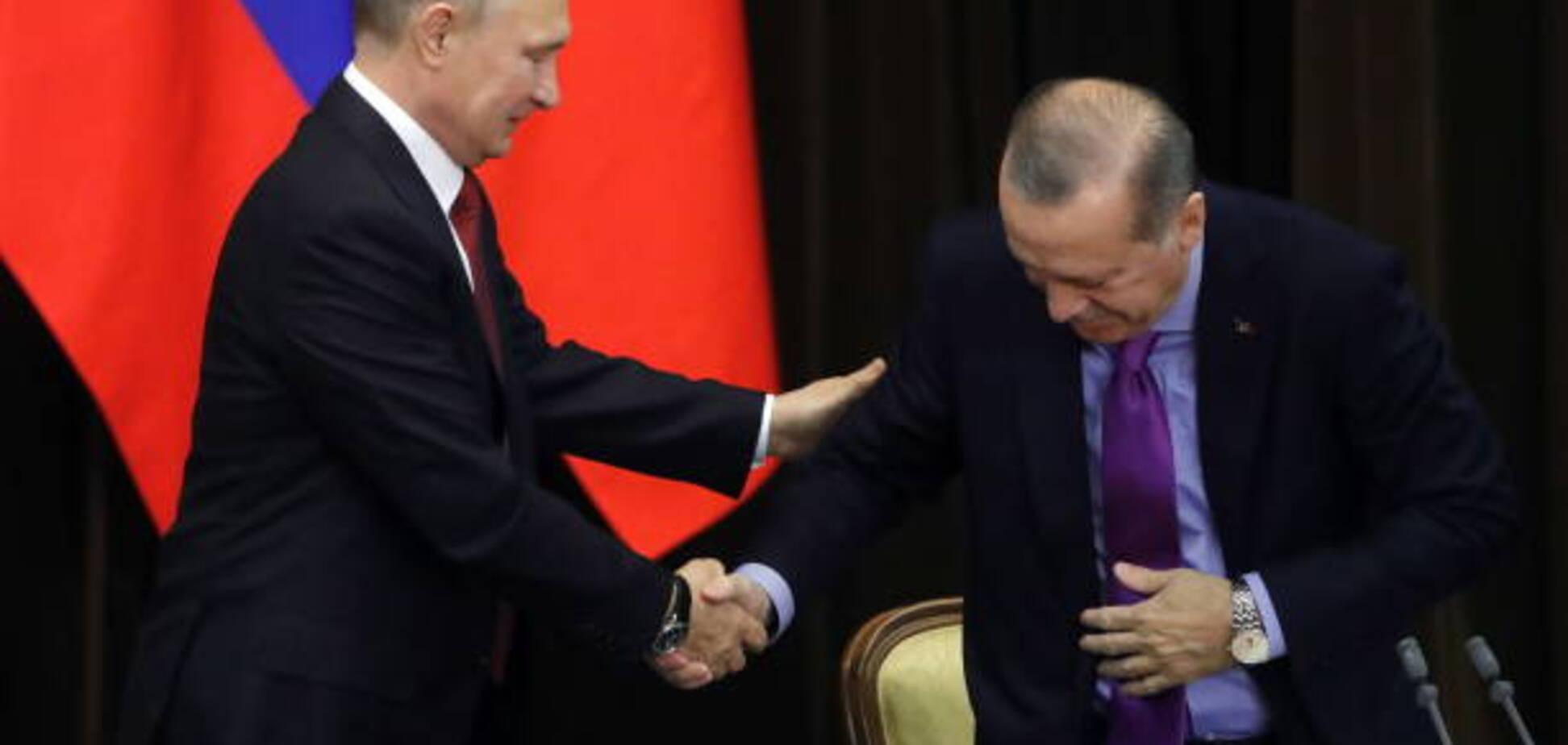 З гуркотом: Путін осоромився зі стільцем на зустрічі з Ердоганом