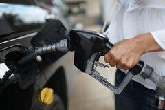 Бензин в Україні продовжує дорожчати: чи є привід для паніки