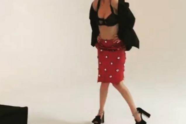 """""""Идеальная женщина"""": Астафьева выложила в сеть бекстейдж откровенной съемки"""