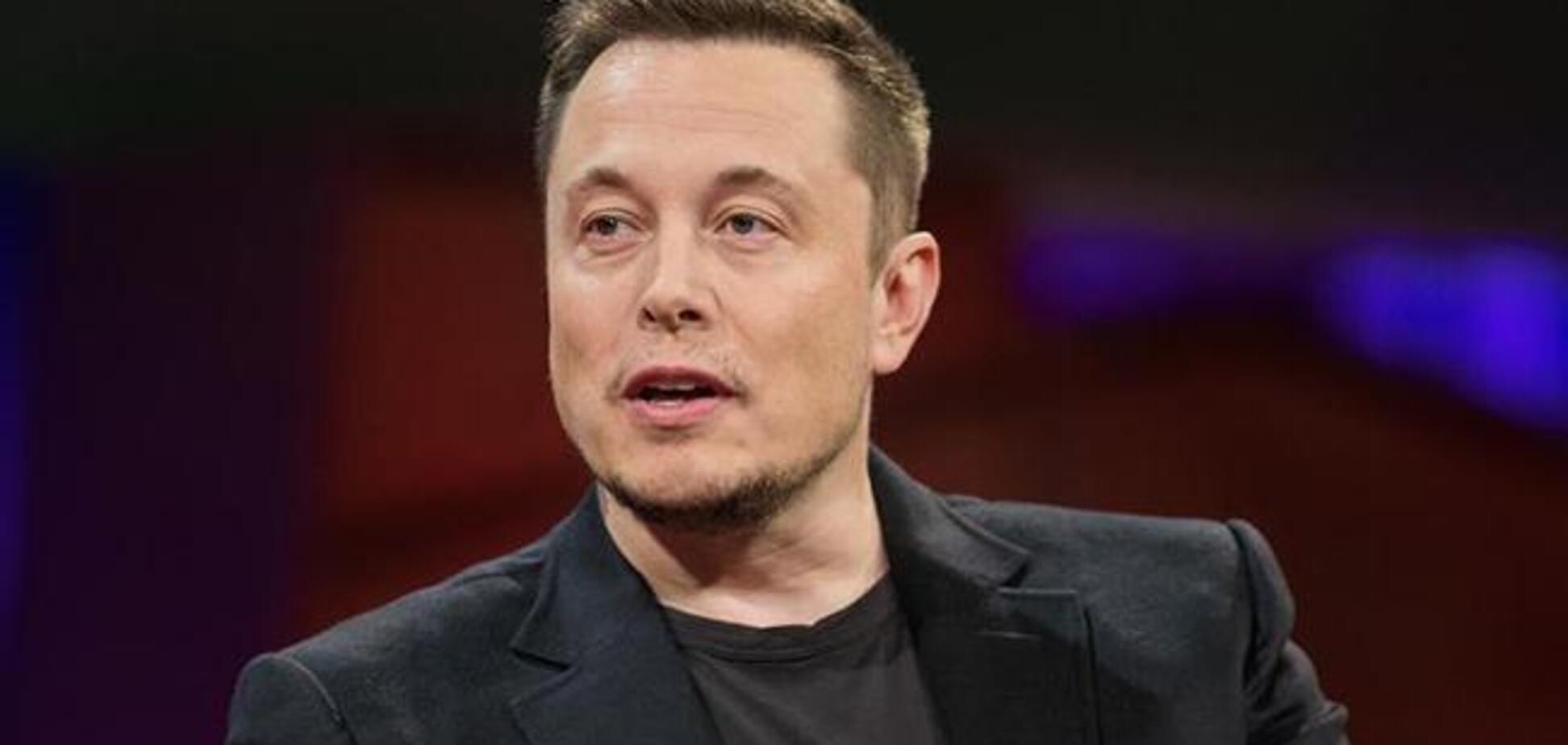Ілон Маск показав готовий до запуску на Марс електрокар Tesla