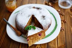 Постный торт: как приготовить медовик