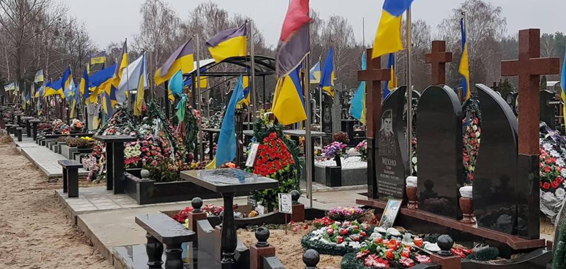 Могили бійців АТО, Київ