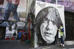 В Австралії попрощалися із засновником легендарних AC/DC: фотозвіт