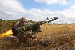 Названа головна причина, чому США тягнуть із наданням зброї Україні