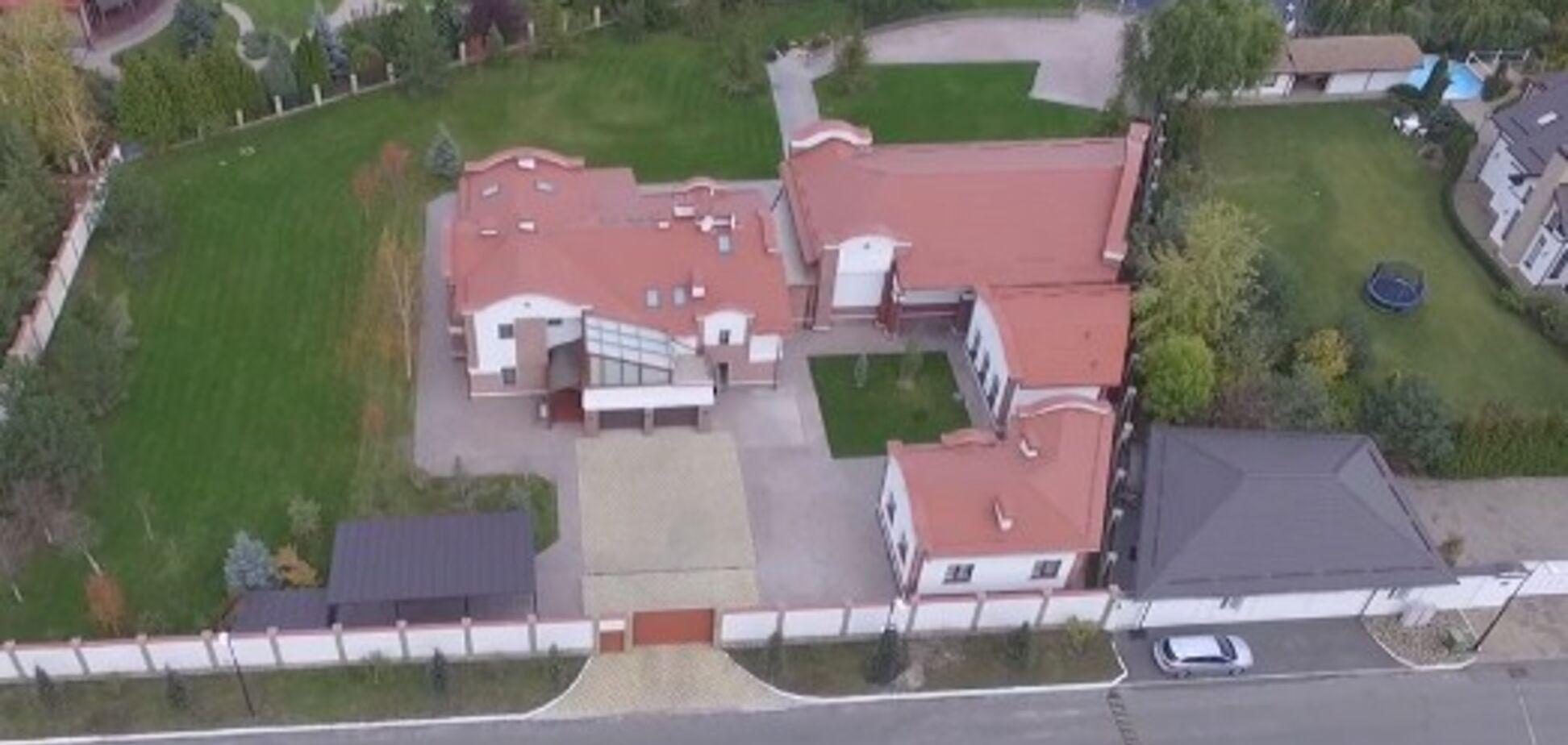 Почти 500 'квадратов': в сети показали шикарный дом нардепа Рабиновича