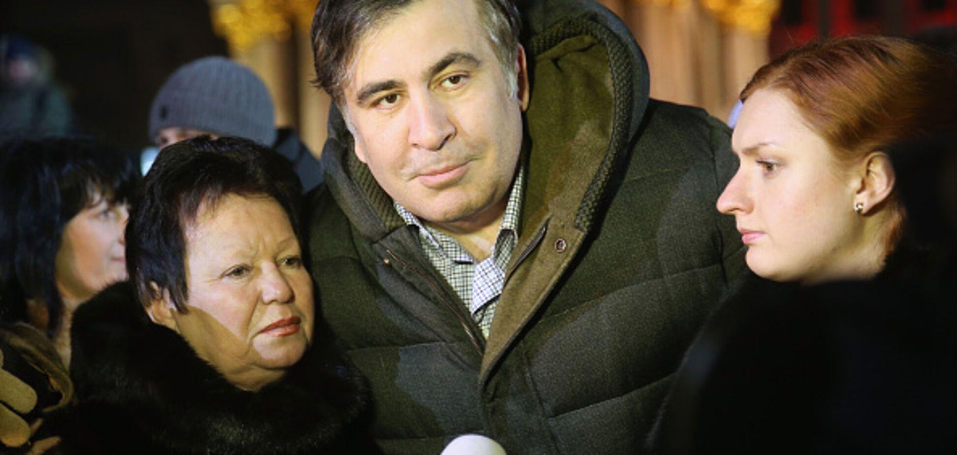 'Почему не в палатке?' Саакашвили застукали с незнакомкой в дорогом ресторане