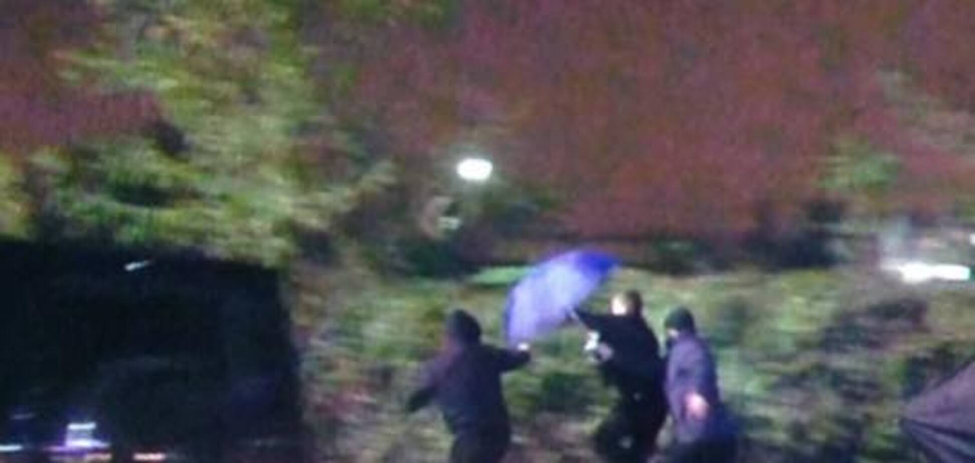 В аэропорту 'Киев' напали на журналистов, снимавших прилет из России кума Путина. Опубликованы фото