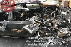 Взорвали? В Киеве загадочно сгорело авто, на котором возили экс-министра